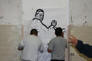 el coco roto y el chucky retocando un retrato